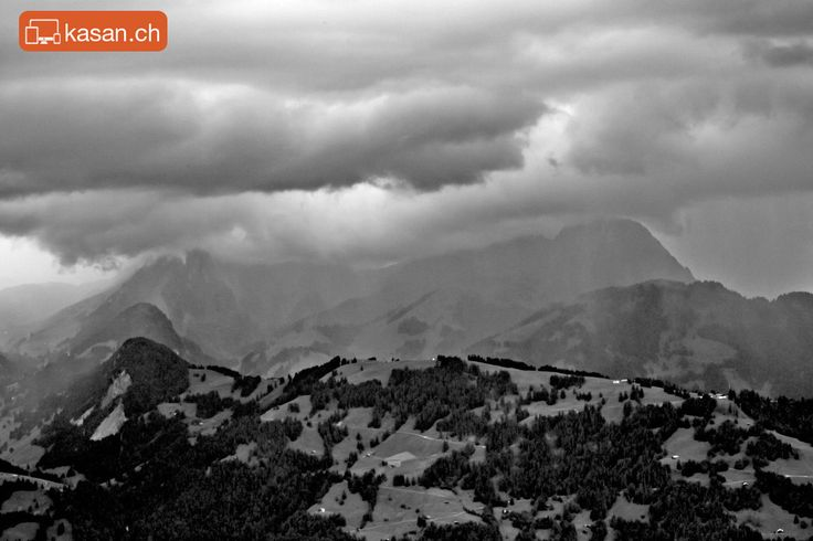 Swiss mountains and clouds – from www.wasserngrat.ch to Gstaad.
