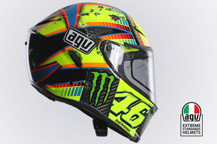 Le casque AGV Pista GP de Valentino Rossi suite à sa chute à Aragon en 2014 - http://blog.motoblouz.com/equipement/chute-rossi-aragon-lanalyse-complete-dagv-5367/