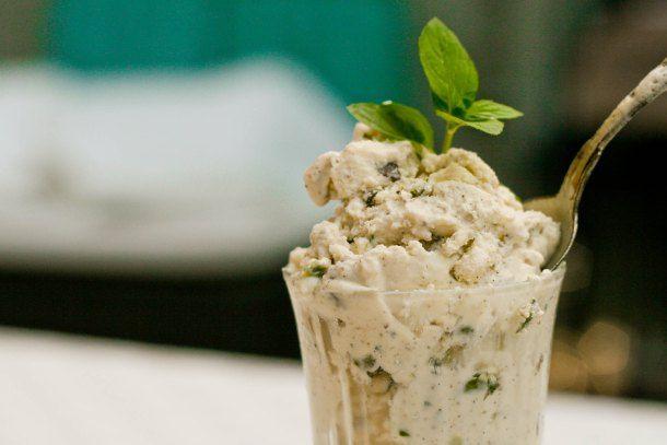 Skyr is med mynte, chokolade og pistaciekerner LCHF