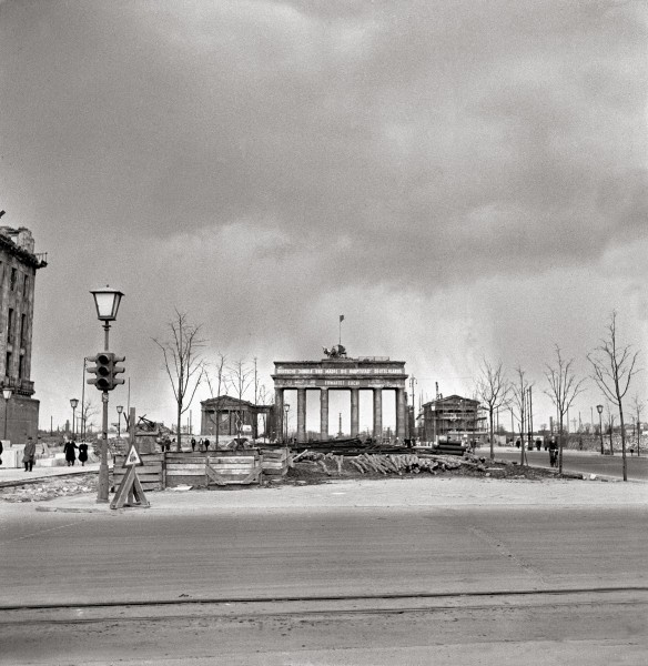 Fotografie Berlin 1950 Zwischen Verfall Und Wiederaufbau History Berlin Geschichte Berlin Und Nachkriegszeit