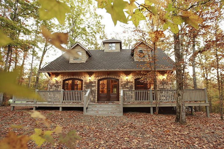 Maison de Crique Cabin in Broken Bow, Oklahoma Welcome to Maison de Crique, a French inspired cottage on the creek. Nestled among the beautiful oak trees,