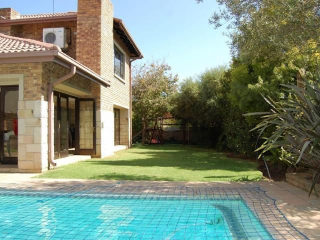 Summer Swim Time Paradise plus a Garden - 5 bedroom Family House for sale in Tres Jolie