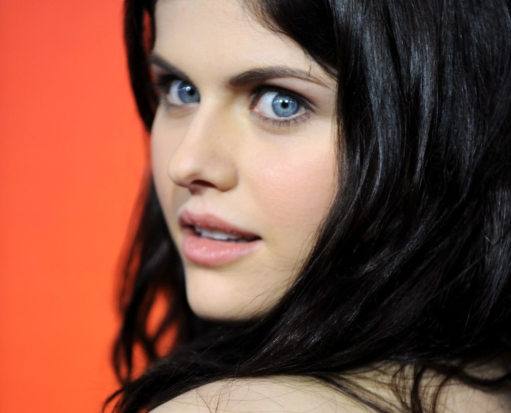 Actresses With Black Hair And Blue Eyes Quaebella