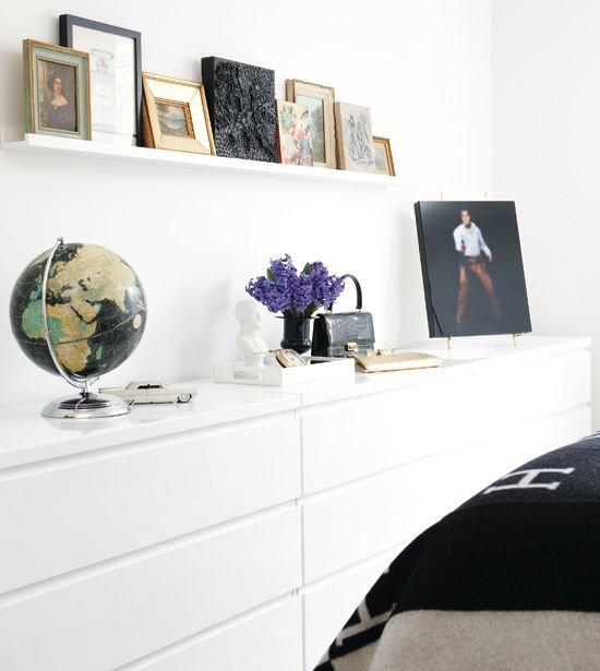 ~ Diverse displays A floating shelf creates an instant mini-gallery #home #deco #decor