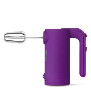love the idea of adding bright accessories to a kitchen