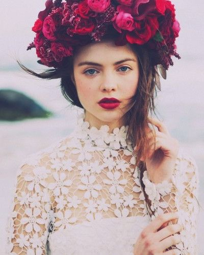 Flower, lace and red lips --> Yes please