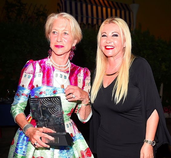Producer Monika Bacardi, President of ISCHIA GLOBAL FEST 2015, with the awarded actress Helen Mirren!