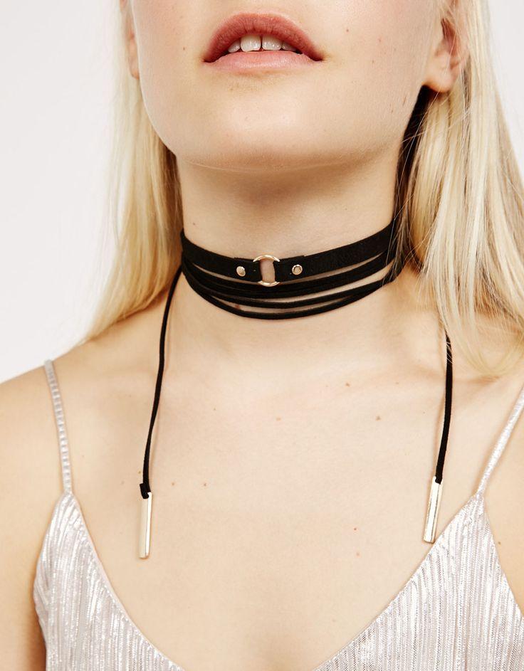 6€ Set 2 collares choker velvet. Descubre ésta y muchas otras prendas en Bershka con nuevos productos cada semana