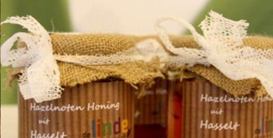 Shoppen in #Hasselt bij de De Linde. Van heerlijke honing uit Hasselt tot prachtige handgemaakte artikelen. In het atelier worden creatieve werkzaamheden verricht en worden producten gemaakt die in de winkel verkocht worden.