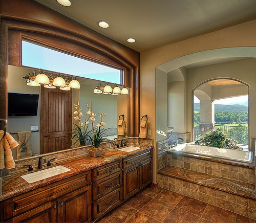 OMG....heaven!!!!! I would never get anywhere on time if I was able to get ready in this bathroom!