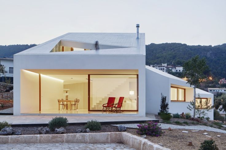 Completed in 2015 in Palma, Spain. Images by José Hevia . This house looks for the maximum energy efficiency adapting itself to the program, the solar orientation, the views and the slope of the terrain. ...