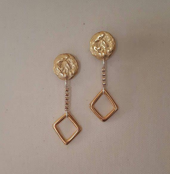 Guarda questo articolo nel mio negozio Etsy https://www.etsy.com/it/listing/552528588/orecchini-pendenti-color-oro-creati-da