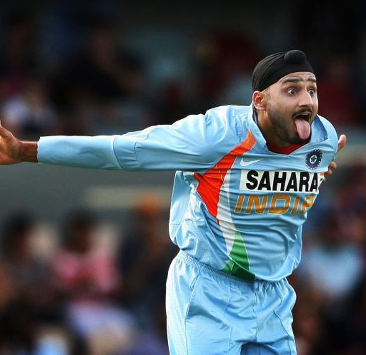 harbhajan singh funny picture on field