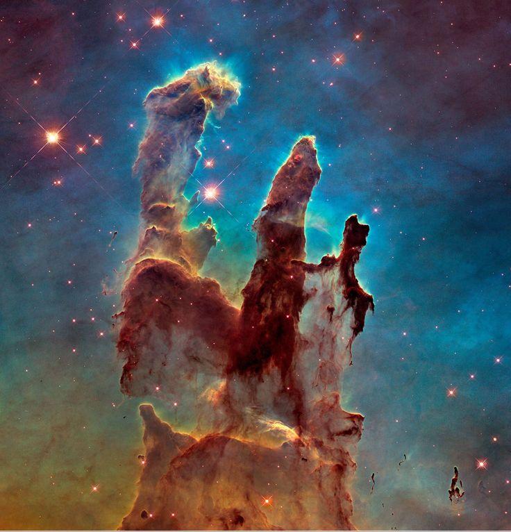 Os Pilares da Criação  Feita originalmente em 1995, a imagem desta curiosa formação na Nebulosa da Águia foi recriada pelo Hubble em 2014.