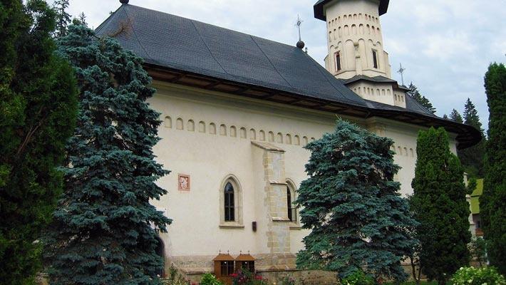 15 poze superbe cu manastiri din Romania.  Vezi mai multe poze pe www.ghiduri-turistice.info  Source : www.ro.wikimedia.org