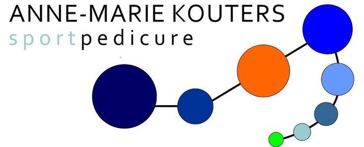 Mijn logo is opgebouwd uit drukpunten en onderlinge verbindingen in de vorm van een voet.