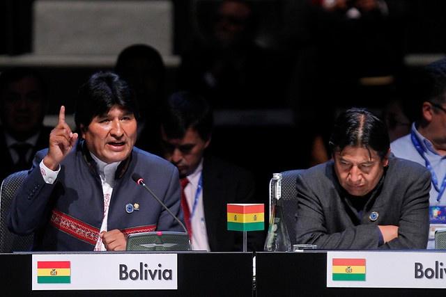 28 de ENERO de 2013/SANTIAGO, CHILE.   Sesión Plenaria de la Cumbre CELAC en el Salón Pablo Neruda, en el Centro de Convenciones Espacio Riesco. En la foto: El Presidente de Bolivia, Evo Morales (I).   FOTO: NADIA PÉREZ/AGENCIAUNO/PRENSACUMBRE