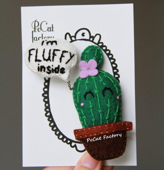 """Broche de cactus fieltro hecho a mano lindo con un globo """"Soy FLUFFY dentro"""""""
