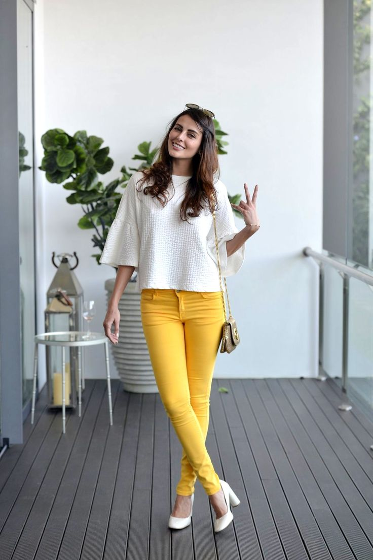 #MandanaKarimi was seen in a loose-fitting #white top ...
