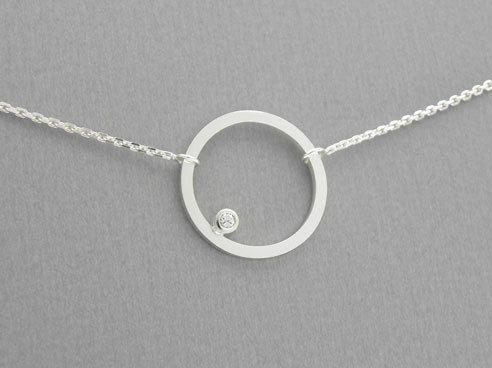 Circle Diamant Silber Anhänger Collier von Orfeu auf DaWanda.com