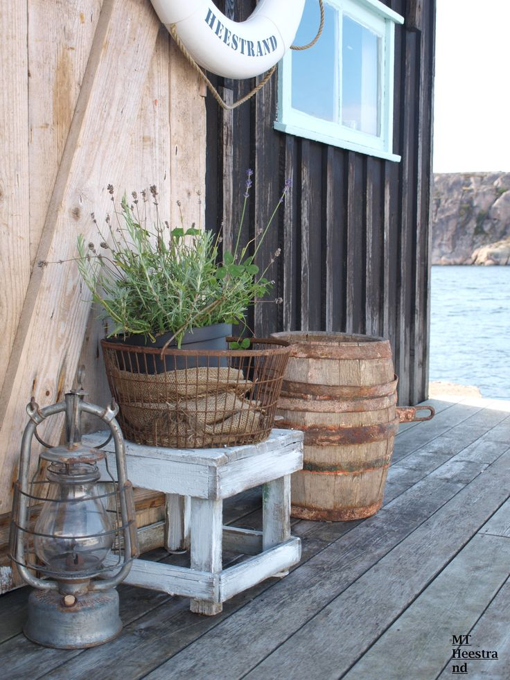 Vintage coastal styling for the dock. That lantern is amazing..