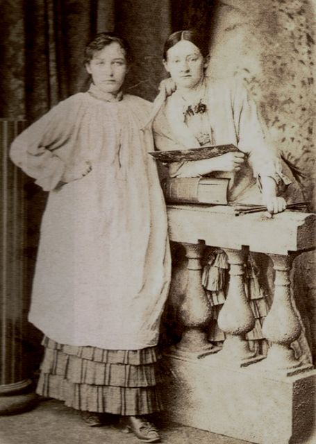 Camille Claudel with friend and fellow artist Ghita Theuriet (1880)