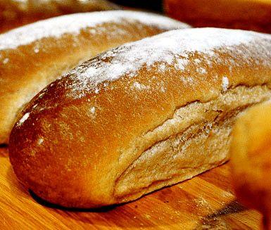Laputabröd är ett rejält, saftigt och smakrikt bröd som du ska baka om du har lite tid över då det behöver förberedas och jäsa en del för bästa smakupplevelse. Njut med smör och pålägg eller som tillbehör till en måltid.