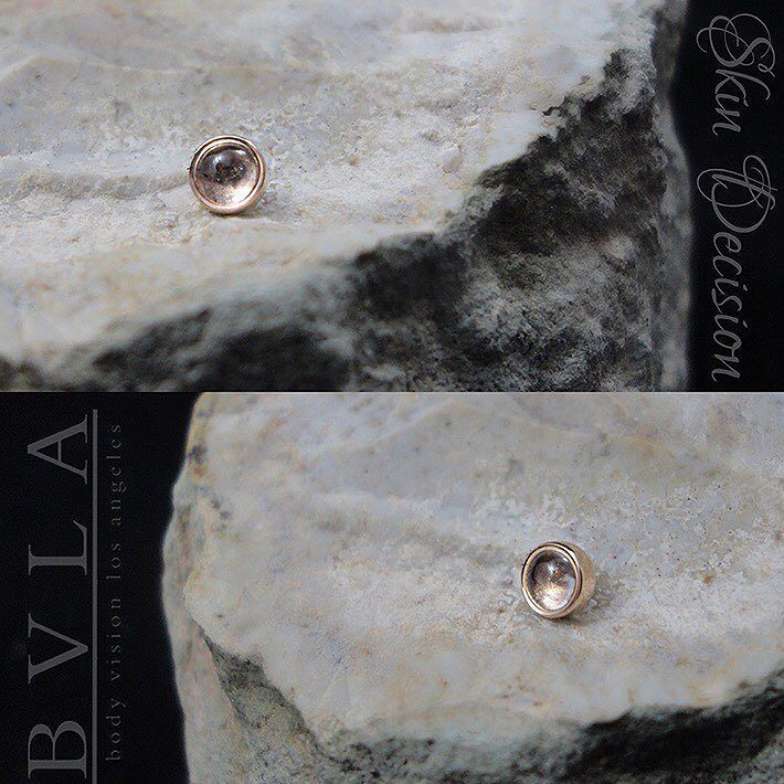 A piece of Rose Quartz in a solid Rose Gold Cup setting.  This is a threaded end that will work in a variety of different piercings.  Made by BVLA. #skindecision #bvla #rosegold #rosequartz #crystals #stones #legitbodyjewelry #jewelry #jewellery #gold #piercings #philtrumpiercing #earpiercing #earrings #conchpiercing #traguspiercing #cartilagepiercing #nostrilpiercing #nosepiercing #lippiercing