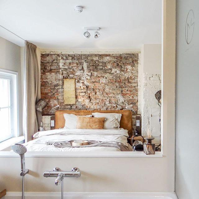 Now on the blog: onze overnachting in het waanzinnige Mother Goose Hotel in #utrecht (link in bio) echt een aanrader  #designhotel #interieur #industrieel #vtwonen #utrechthotspots #boutiquehotel #trendyhotel #reisblogger #travelblogger #hiphotel #brickwall #interior4all #interiordesign #travel #reizen #weekendjeweg #binnenkijker #travelblog #reisblog #industrial #bedroom #slaapkamer