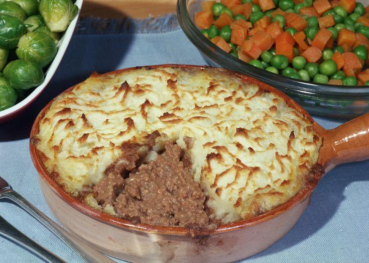 La Shepherd's pie (torta del pastore) è un gustoso sformato di carne d'agnello, arricchito con carote, piselli e mais e ricoperto da un ricco purè di patate.