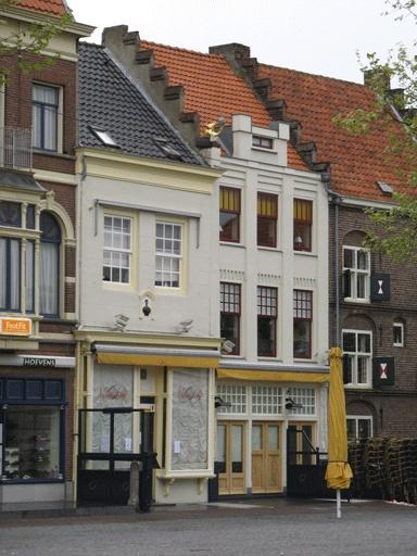 Stadscafe Zaltbommel. Voor meer informatie over Zaltbommel kunt u terecht bij de VVV VVV Zaltbommel Souterrain van het Oude Stadhuis Markt 10 5301 AL Zaltbommel Telefoon: 0418-681969