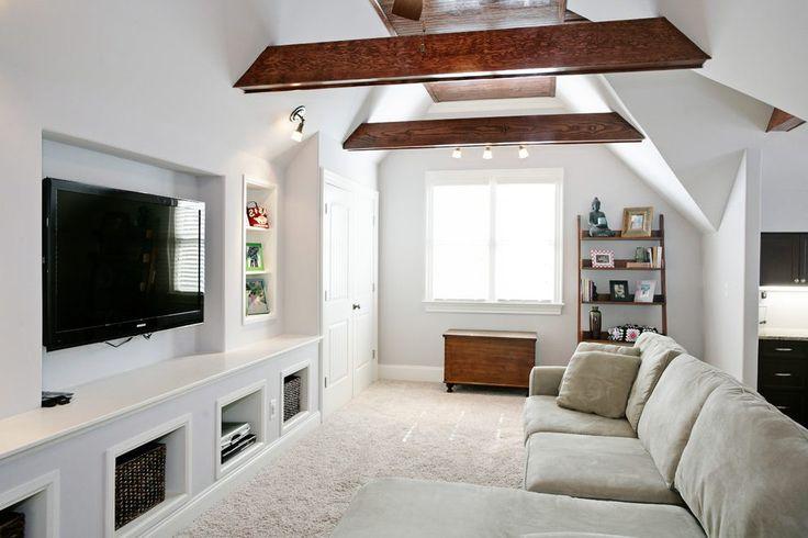 Best 25 slanted wall bedroom ideas on pinterest slanted for Bonus room ideas
