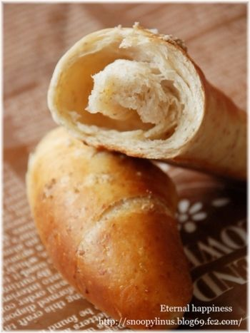 生地にライ麦を練り込んで、香ばしさアップ!塩パンの本場、ドイツ風のアレンジです。