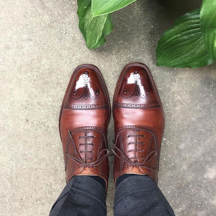Scotch Grain 少し革が乾燥しているかも 画像ほど色のメリハリはないんですがコンビみたいに写ってますね #scotchgrain #shoes #スコッチグレイン #紳士靴 #革靴