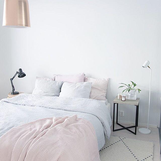 Bedroom inspiration.  Kupoli luminaire from Sessak.  Photo credit @heinassaheiluvassa  #sessak #sessaklighting #sessakdesign #finnishdesign #designfromfinland #kupoli #luminaire #bedroom #bedroominspo #bedroomdecor #scandinaviandesign #nordicinspiration #interior #sisustus #sisustusinspiraatio #interiordesign #interiorinspo #interiorinspiration