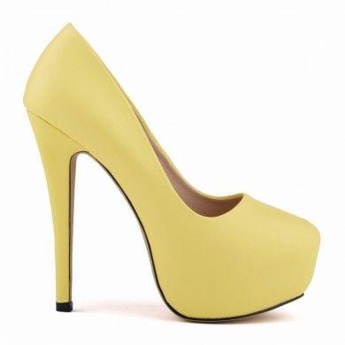 SCARPIN AMARELO COM MEIA PATA - Scarpin em couro ecológico. Inspirado nos modelos de Christian Louboutin. Salto de 14cm e meia pata de 4cm. Sapatos Importados. Tamanhos 33 ao 40 - Só R$249,00!!!