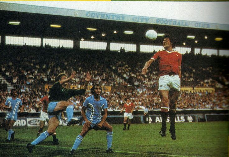 Coventry City 1 Man Utd 1 in Feb 1976 at Highfield Road. Stuart Pearson gets a flick on at a United corner #Div1