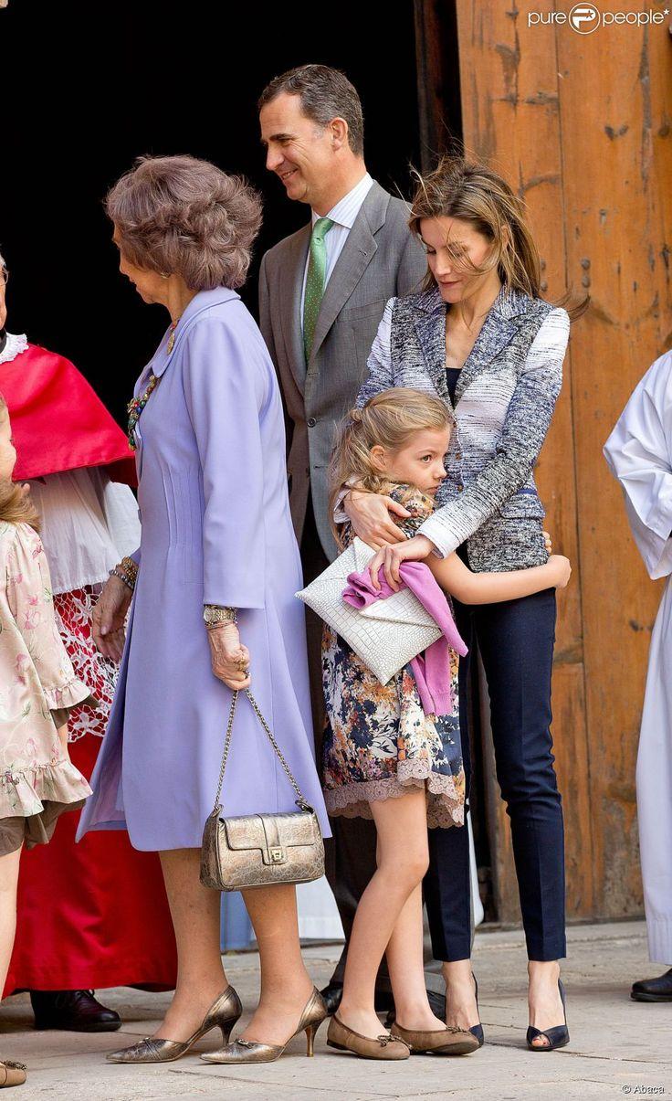 La princesse Letizia d'Espagne, Prince Felipe, la reine Sofia lors de la messe de Pâques...