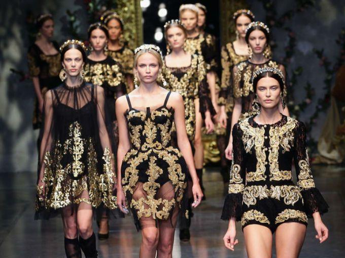 Parece que la idea de Domenico Dolce y Stefano Gabbana de hacer una colección couture por fin está tomando forma.  A pesar de que los diseñadores han creado maravillosas prendas dignas de las alfombras rojas más exclusivas del mundo como la Gala del MET, para la cual vistieron a Scarlett Johansson, Bianca Brandolini d'Adda y Andrea Dellal, no se habían atrevido a crear una colección de alta costura hasta ahora.