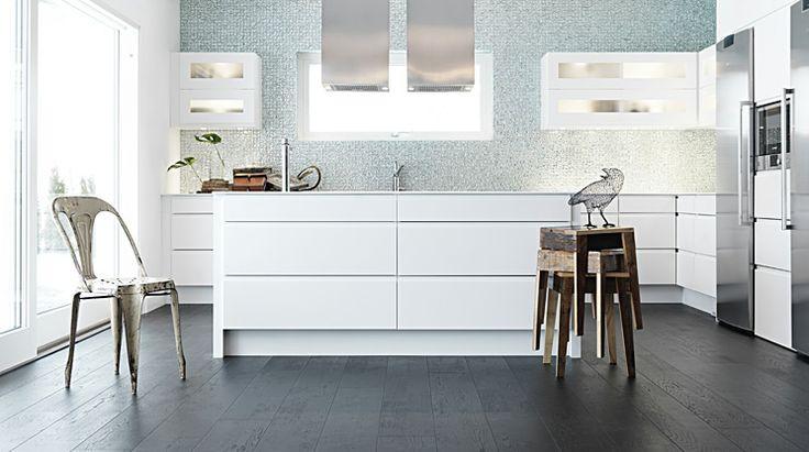 Cello är ett modernt kök, som är ljust och luftigt med rena linjer i fina proportioner. Köket är avskalat men dess symmetri och finish är överväldigande.   Se mer av Cello: http://www.tibrokok.se/vara-koksstilar/ovanligt-bra-koksstilar/cello