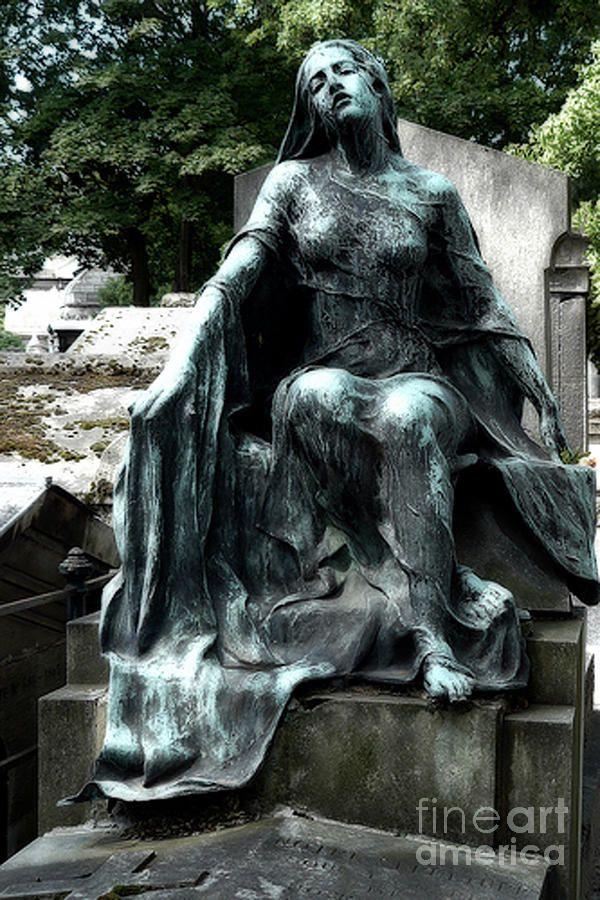 pics of gothic cemeterys   Paris - Gothic Female Mourner - Pere La Chaise Cemetery Photograph ...  Que bella es la mujer joven!  Ella le presta extraña belleza a la muerte.