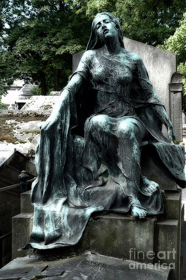 25 best ideas about cemetery art on pinterest cemetery statues what is iconography and statues - Chaise montmartre ...