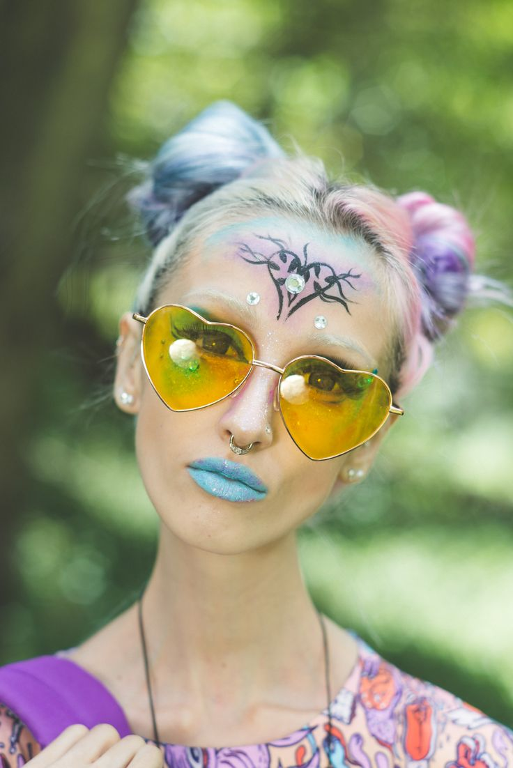 You will be seeing the love with these sickly-sweet Love Bug Heart Shades!   http://www.tibbsandbones.com/products/love-bug-shades-yellow