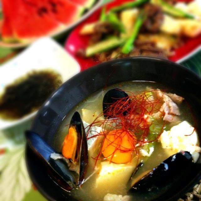 ゆりえちゃんのスンドゥブ、作りました〜 いよいよ、温かいもの食べたくなってきましたね〜  簡単で美味しいスープができました〜ヽ(*^∇^*)ノ  ゆりえちゃん、ありがとうございました✨  冷蔵庫にあるもので作ったので、 スンドゥブの素→牛ダシダ キムチ→粉唐辛子 - 204件のもぐもぐ - ゆりえちゃん!スンドゥブ by 1125shino
