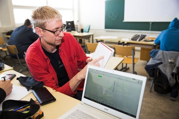 Alppilan lukion opettaja Saku Mansikka-Aho