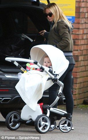 7fc66281422b Steven Gerrard s wife Alex shops with son in Liverpool