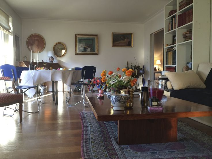 Main living room beehomeparis beehome guest house paris for The family room on main