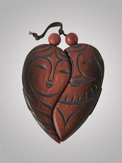 """Кедровый талисман """"Сердце""""❤️ символизирует единение мужского и женского начал. Вся суть нашего мира основывается на противопоставлении и объединении двух противоположностей. Но раз объединившись сердца двух влюбленных бьются как одно целое не смотря ни на что. Отличный талисман и символ самого удивительного чувства на земле. #сувенирыгорногоалтая #талисмансердце #семейныйталисман #сердцеизкедра #кедровыйталисманлюбви #талисманлюбви"""
