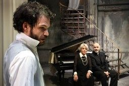 «Βρικόλακες» του Ίψεν @ Θέατρο Οδού Κεφαλληνίας, Α σκηνή - Tranzistoraki's Page!