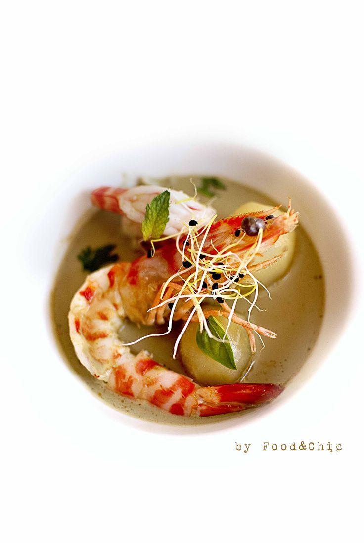 Gazpachuelo de langostinos con curry verde. @foodandchic